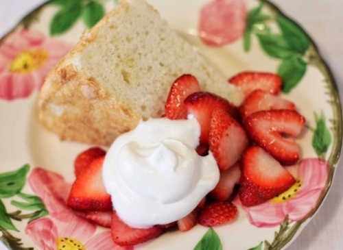 Angel Food Cake with Strawberries and Cream