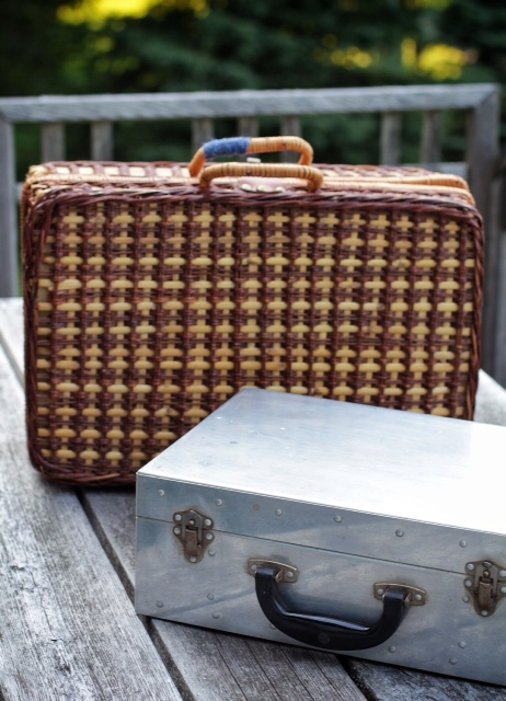 Briefcase style picnic baskets