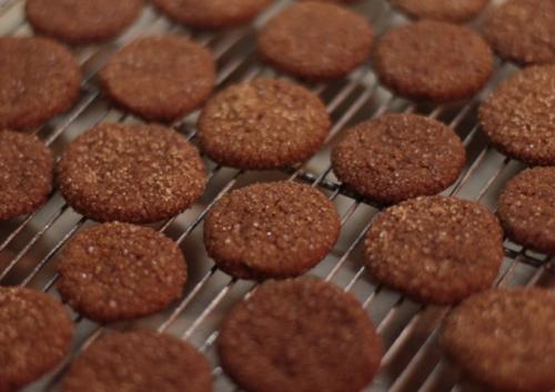 12 Days of Rebaking Christmas Cookies - Molasses Snaps